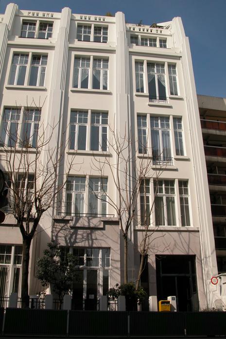 Les Huchard demeurent dans un atelier aux 8ème et 9ème étages de cet immeuble situé au 26 rue des Plantes à Paris